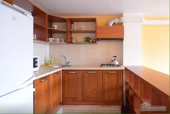 Квартира в центрі поруч з метро Вокзальна-Олімпійська-Університет, 2-кімнатна (39545), 005