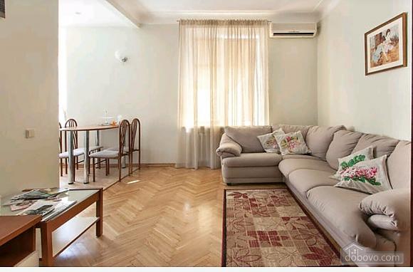 Квартира в центре, 2х-комнатная (44040), 001