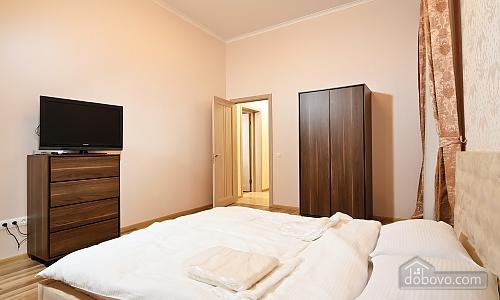 Эксклюзивные VIP апартаменты, 3х-комнатная (15782), 007