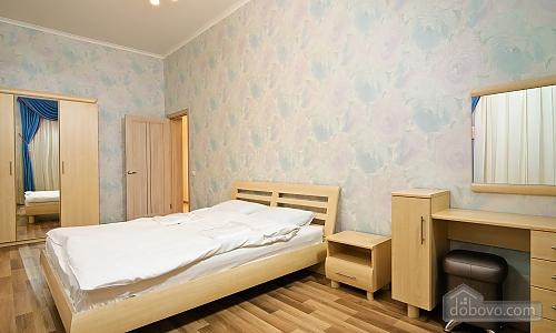 Эксклюзивные VIP апартаменты, 3х-комнатная (15782), 009