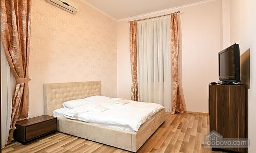 Эксклюзивные VIP апартаменты, 3х-комнатная (15782), 008