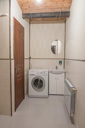 Hostel of European level, Trois chambres, 004