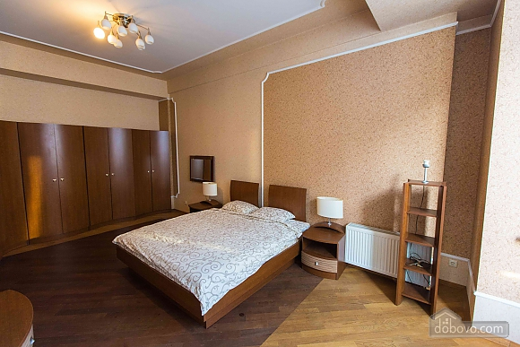 Apartment opposite the monument of Danylo Galytskyi, Trois chambres (42028), 001
