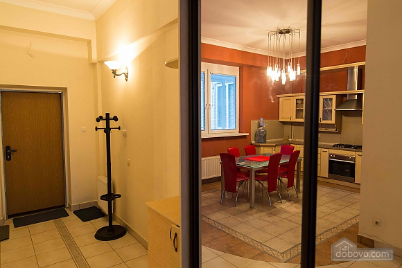 Apartment opposite the monument of Danylo Galytskyi, Trois chambres (42028), 030
