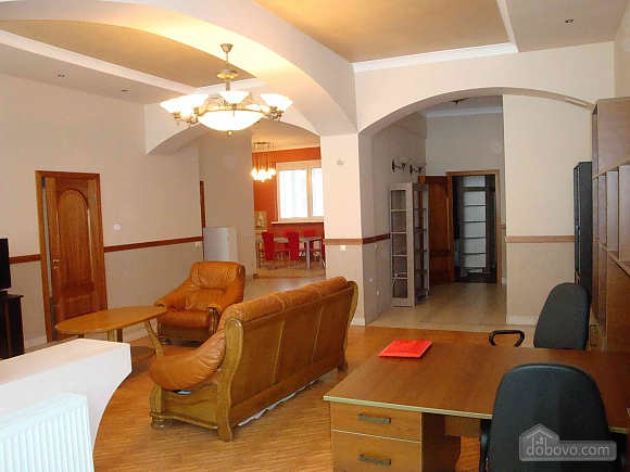 Apartment opposite the monument of Danylo Galytskyi, Trois chambres (42028), 032