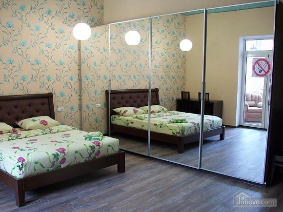 Квартира в центре города, 1-комнатная (31442), 005