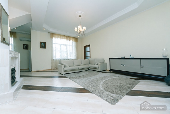 Huge two-storied penthouse, Three Bedroom (28864), 005