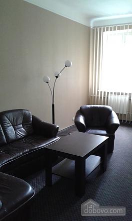 Квартира в центре, 2х-комнатная (14973), 002