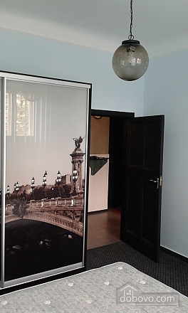 Квартира в центре, 2х-комнатная (14973), 005