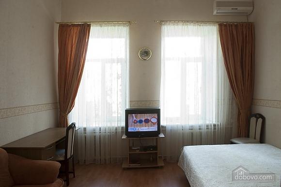 Уютная квартира в прекрасном районе, 1-комнатная (89197), 002