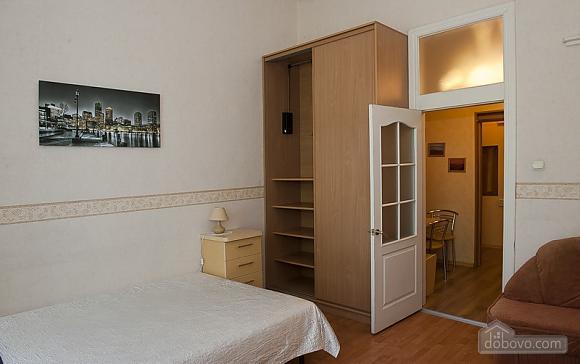 Уютная квартира в прекрасном районе, 1-комнатная (89197), 003