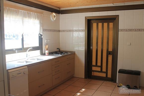 Manor, Six (+) Bedroom (53679), 010