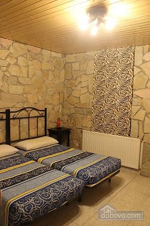 Manor, Six (+) Bedroom (53679), 022