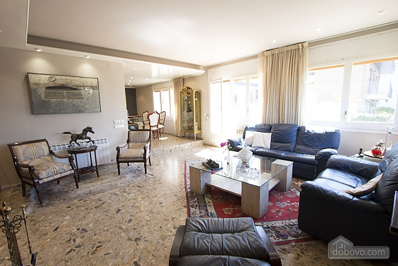 Carmen Abrera, Cinq chambres (72664), 016