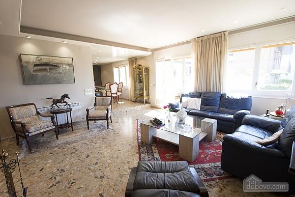 Carmen Abrera, Cinq chambres (72664), 024
