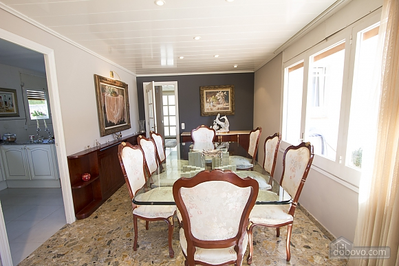 Carmen Abrera, Cinq chambres (72664), 026