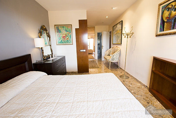 Carmen Abrera, Cinq chambres (72664), 041