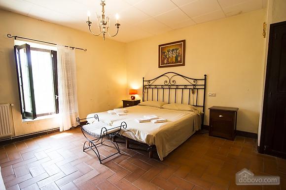 Marta Peralada, Quatre chambres (60376), 025