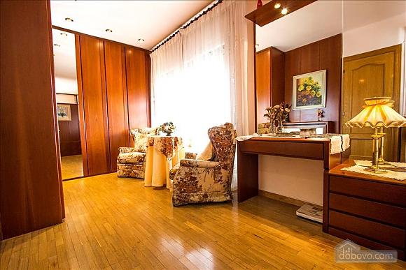 Sigfredo Barbara, Five Bedroom (81392), 023