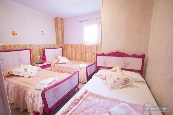 M Teresa Xerta, Six (+) Bedroom (96302), 026
