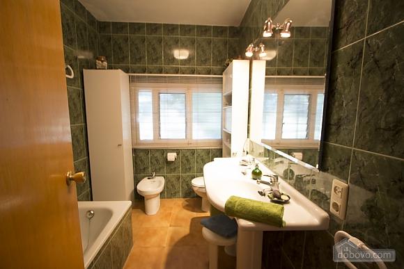 M Teresa Xerta, Six (+) Bedroom (96302), 027