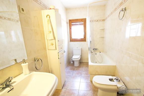 M Teresa Xerta, Six (+) Bedroom (96302), 028