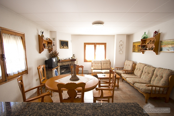 M Teresa Xerta, Six (+) Bedroom (96302), 030
