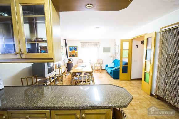 M Teresa Xerta, Six (+) Bedroom (96302), 037