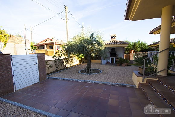 Juana Sils, Five Bedroom (92098), 010