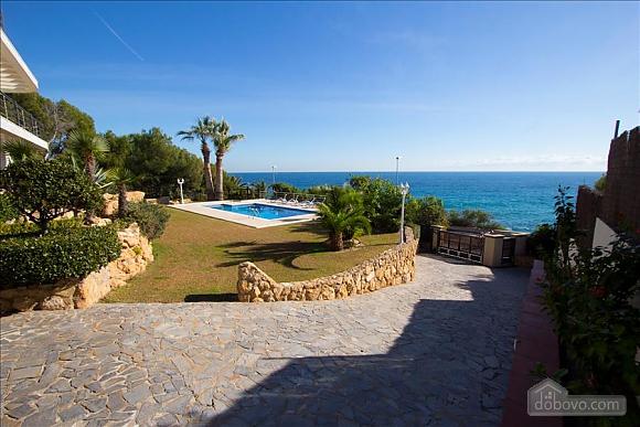 Lucia Tarragona, Cinq chambres (57027), 008