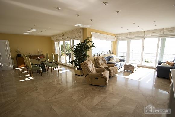 Lucia Tarragona, Cinq chambres (57027), 013