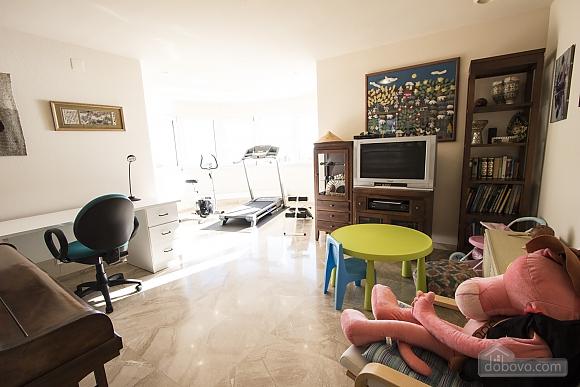 Lucia Tarragona, Cinq chambres (57027), 018