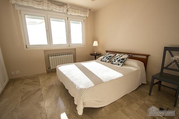 Lucia Tarragona, Cinq chambres (57027), 019