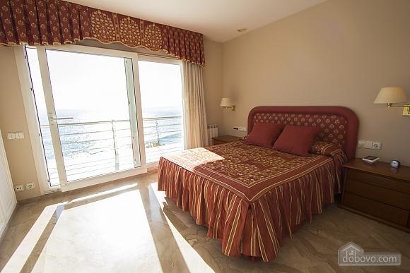 Lucia Tarragona, Cinq chambres (57027), 020