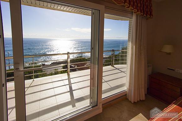 Lucia Tarragona, Cinq chambres (57027), 021