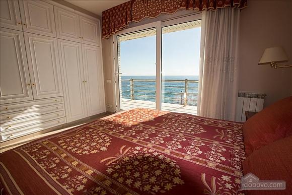 Lucia Tarragona, Cinq chambres (57027), 024
