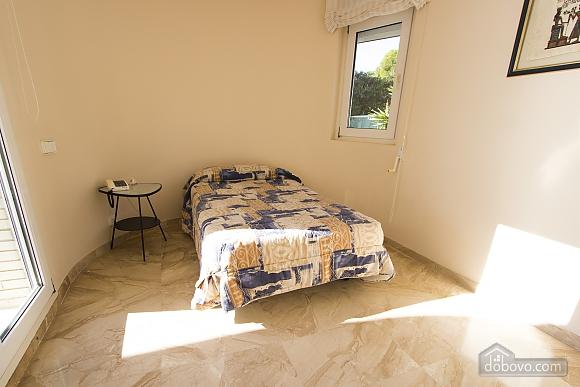 Lucia Tarragona, Cinq chambres (57027), 025