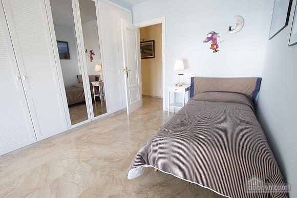 Lucia Tarragona, Cinq chambres (57027), 029