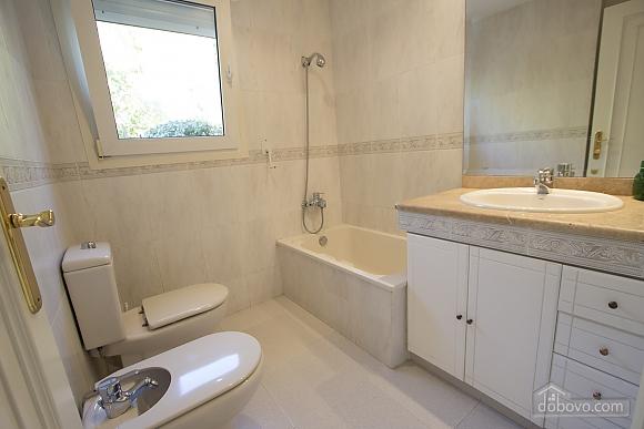 Lucia Tarragona, Cinq chambres (57027), 032