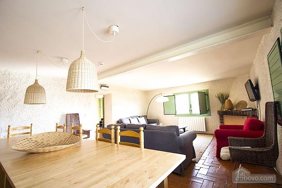 Nuria Pere Cal Belles, Six (+) chambres (36705), 011