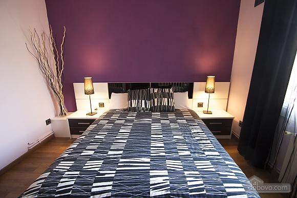 Esther Pineda, Five Bedroom (33901), 021