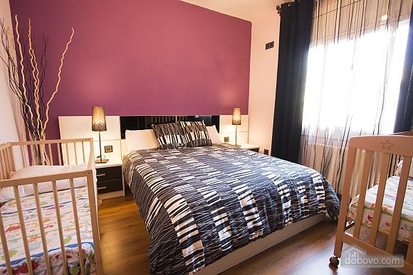 Esther Pineda, Five Bedroom (33901), 022