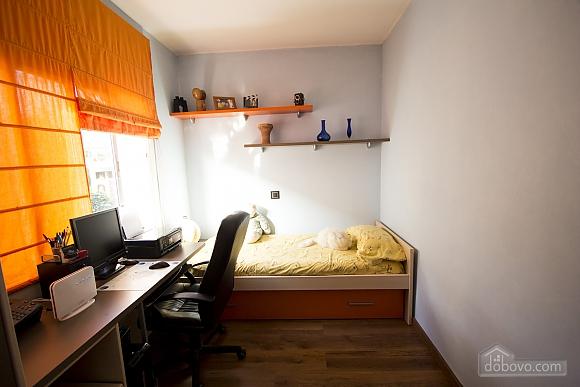Esther Pineda, Five Bedroom (33901), 023