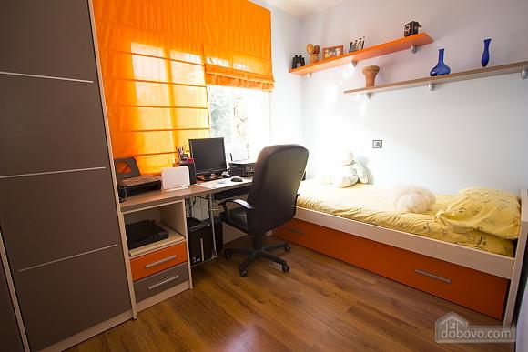 Esther Pineda, Five Bedroom (33901), 024