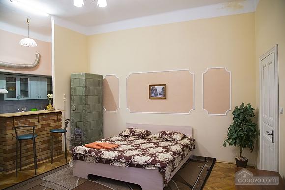 Rest in Lviv, Studio (85122), 003