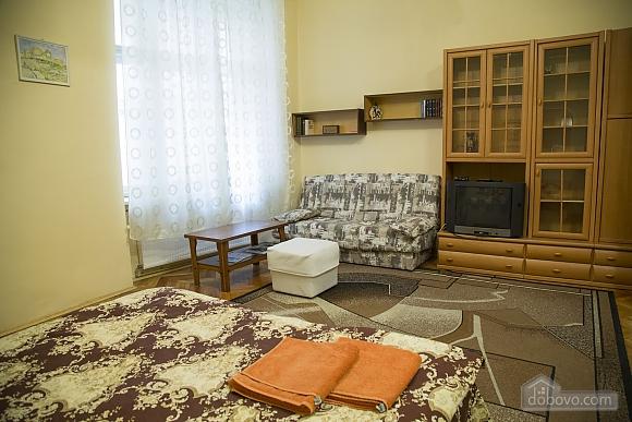 Rest in Lviv, Studio (85122), 004