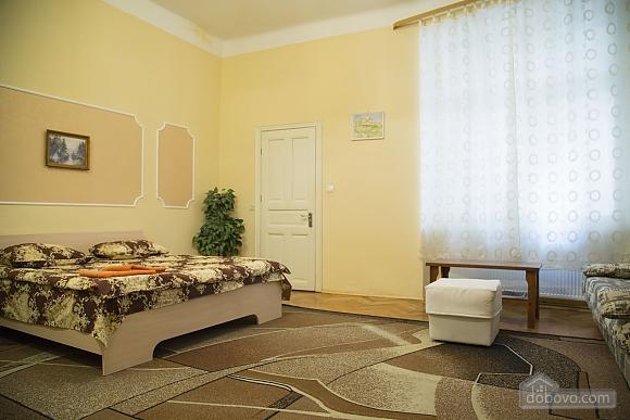 Rest in Lviv, Studio (85122), 005