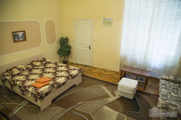 Rest in Lviv, Studio (85122), 001