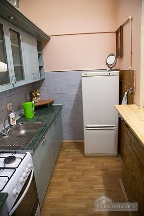 Rest in Lviv, Studio (85122), 011