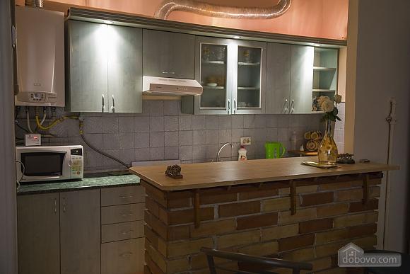 Rest in Lviv, Studio (85122), 014